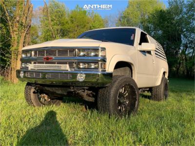 1995 Chevrolet Tahoe - 20x12 -44mm - Anthem Off-Road Enforcer - Leveling Kit & Body Lift - 305/55R20